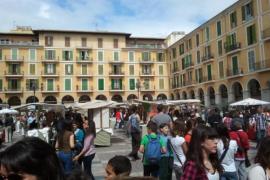 Sant Jordi 'reivindica' la lengua catalana y aumenta sus ventas a pesar de la crisis