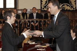 El príncipe elogia a Parra como «rupturista» y «espíritu gemelo»  de Cervantes