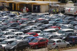 El Parlament pide que los coches de alquiler tributen en Baleares