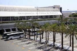 El fuerte viento obliga a desviar a Asturias un vuelo de Palma que tenía previsto aterrizar en Santiago