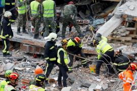 Las víctimas mortales por el terremoto que sacudió Albania aumentan a 29 personas