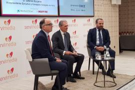 El presidente ejecutivo de Iberia, Luis Gallego, y el vicepresidente y consejero delegado de Meliá, Gabriel Escarrer en un nuevo encuentro de 'Diálogos Servimedia'