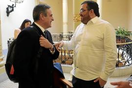 Dos senadores compiten por ver quién hace más para Baleares