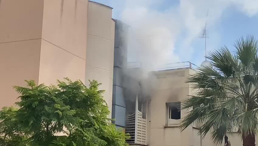 Los bomberos sofocan un incendio en San Agustín