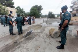 Ejecucion del desahucio de un bloque de apartamentos en Cala Llonga.