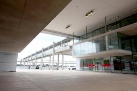 La terminal de pasajeros de Alcúdia lleva una década sin servicio de bar restaurante