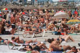 Los usuarios de cuatro playas de Palma pagarán 5 euros por las sombrillas