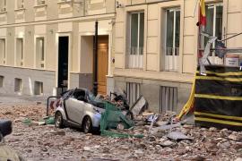 Coches destrozados en pleno centro de Madrid tras caer una cornisa