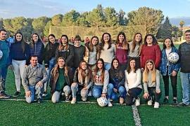 Concejales de PP y PSOE de Lloret pagan de su bolsillo los balones del fútbol femenino