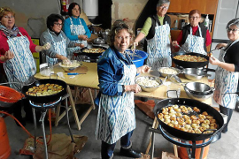 'Bunyols' y danzas en Vilafranca en honor a la patrona, Santa Bàrbara