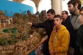Los chicos de la Fundación Mallorca Integra inauguran el Belén de BBVA en el Claustro de Sant Antoniet de Palma