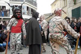 Un total de 8 mujeres optan en Manacor a representar las figuras de Sant Antoni, el Dimoni y el Baciner