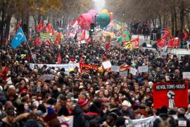 Una huelga masiva amenaza la principal reforma de Macron