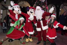 Un mercado con espíritu navideño en el Pueblo Español de Palma