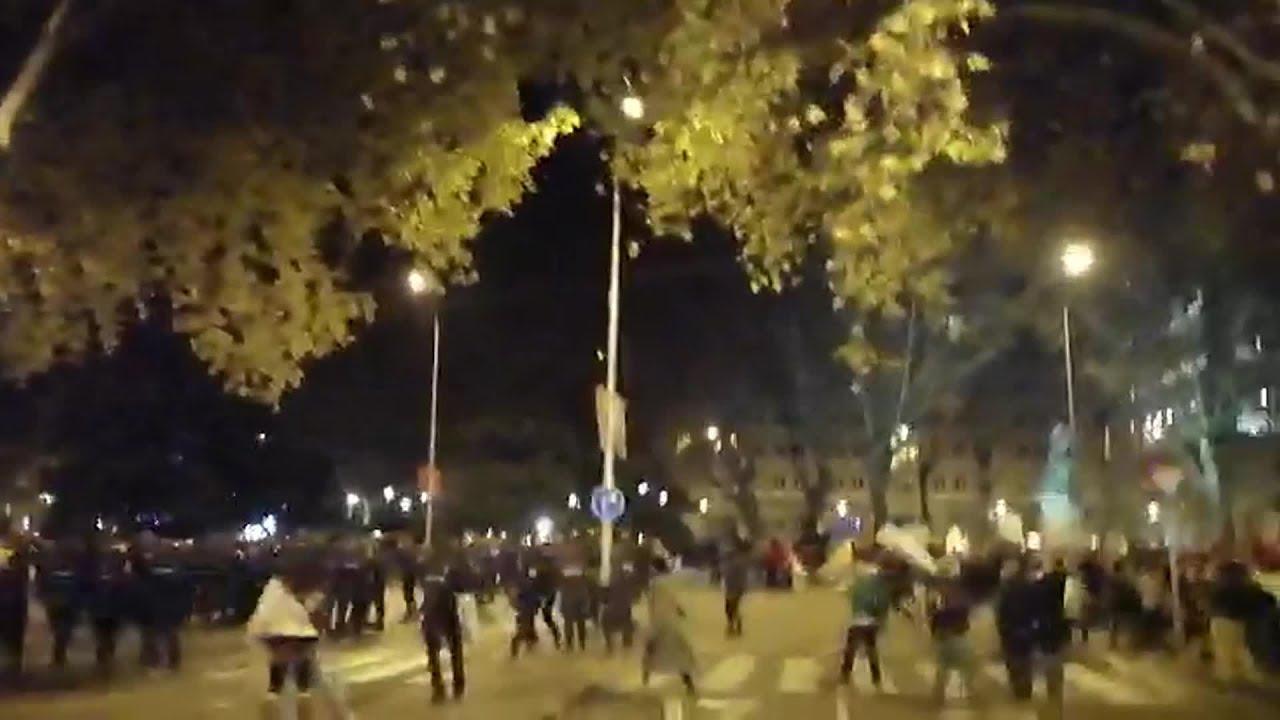 La Policía dispersa a encapuchados infiltrados en la marcha