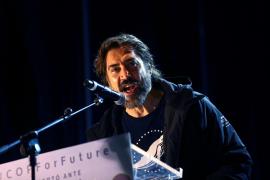 Javier Bardem llama estúpidos a Trump y a Almeida