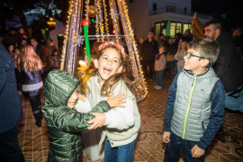 El encendido de las luces de Navidad en Sant Josep, en imágenes (Fotos: Toni P.).