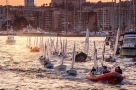 El Trofeu Ciutat de Palma de vela sigue esperando la llegada del viento
