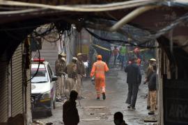 Al menos 43 muertos y más de 64 heridos, en un incendio en una fábrica de Delhi