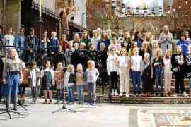 El Colegio Sueco de Palma prepara en la Seu la festividad de Santa Lucía