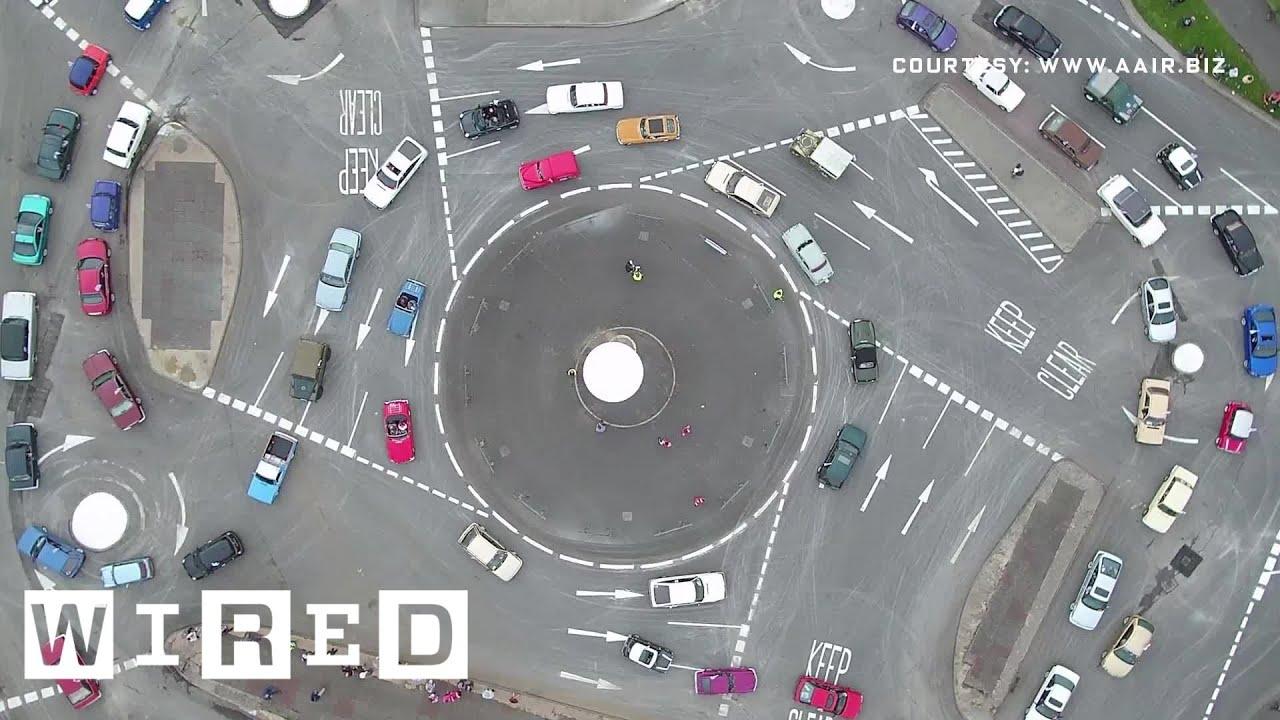 Así funciona la rotonda mágica, ¿una solución para los atascos?