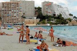El Govern pondrá multas a los hoteleros que no combatan el 'balconing'
