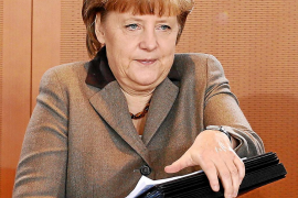 Merkel da un paso adelante y anuncia una «agenda del crecimiento» para la UE