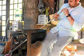 Can Gordiola, 300 años de 'bufar i fer ampolles'