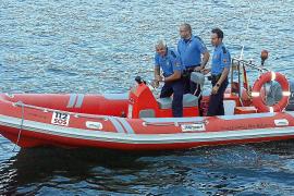 Rescatan a los dos tripulantes de un barco que volcó en aguas de Porto Cristo