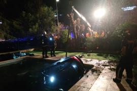 Un coche se 'zambulle' en la piscina de una guardería