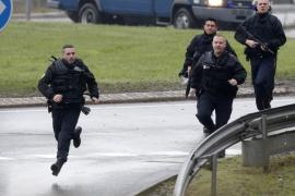 La policía mata a un hombre que amenazó a los agentes con un cuchillo en París