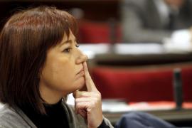 Armengol: El Govern le ha dado una «estocada» al Estado de Bienestar