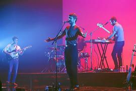 Manel abarrota el Teatre Principal en un concierto con problemas de sonido