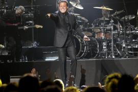 Las baladas de Luis Miguel seducen a 3.000 fans en la Plaza de Toros