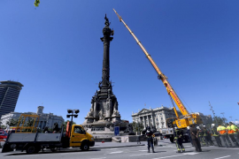 Los bomberos rescatan a seis turistas atrapados en el monumento a Colón