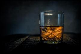 La sed, el whisky de la cesta de Navidad y la terrible excusa de un conductor 'cazado'