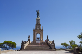 El temporal daña el monumento de Crist Rei de Sant Salvador, en Felanitx
