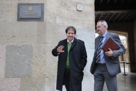 Emplazan al 31 de enero el juicio a un exdiputado del PP por derribar un stand soberanista