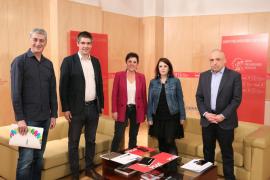 Bildu habla al PSOE de autodeterminación y acercamiento de presos y destaca el tono «sincero» y «cordial» de la reunión