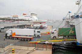 Los transportistas de Mallorca asumen los nuevos precios de las navieras para no perder clientes
