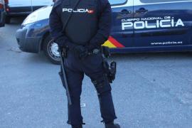 Un niño de 13 años da un tirón, roba un coche y choca contra un muro en Palma