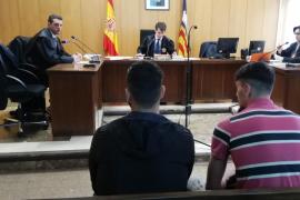 Los dos jóvenes que robaron el Rolex al fiscal jefe de Baleares aceptan cinco años de cárcel