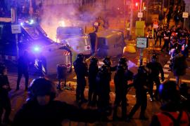 Al menos 46 heridos en los disturbios junto al Camp Nou