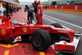 Alonso se sale de la pista en el entrenamiento