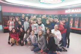 Alumnes de 1er de la ESO del Col·legi Sagrat Cor, varen visitar l'estadi de Son Moix i Grup Serra