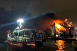 El yate 'Andiamo' de Marc Anthony, devorado por la llamas