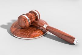 Un fiscal, a una denunciante de violación: «¿El pantalón era corto, ceñido o ajustado?, ¿no llevaba ropa íntima?»