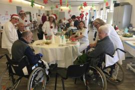 La Navidad llega a los talleres de rehabilitación del hospital Joan March