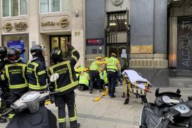 En estado crítico una mujer al caerle cascotes de un edificio en el centro de Madrid