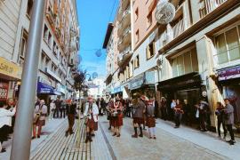 Hila afirma estar «muy contento» con la nueva Calle Velázquez
